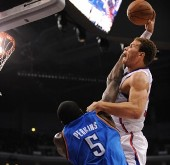 Blake Griffin dunks over Perkins
